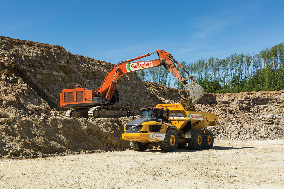 Gallagher Group digger at work in Hermitage quarry, Kent